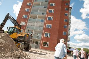 Invigning av Bärkebostäders nya höghus i Smedjebackens centrum.