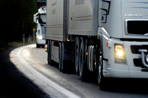 Andelen tung trafik på riksväg 50 genom Ljusnarsberg och Lindesberg är mycket hög. Det är en av anledningarna till att vägen måste förbättras enligt intresseorganisationen Bergslagsdiagonalen.