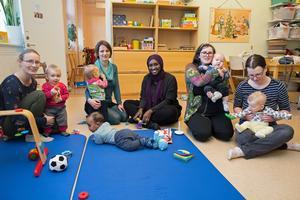 Mammorna Raphaela Persson, Marie Janus, Hodan Sheik-Hassan, Malin Lernebo och Lisa Jansson Brask har svårt att förlika sig med politikernas beslut.