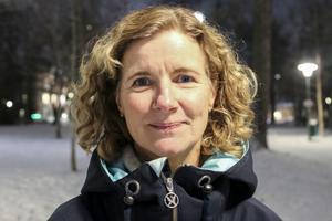 – I början var det mest mammor som sökte sig till kurserna men nu når jag nästan lika många pappor, säger Mona Hedström.