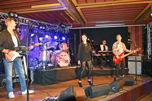 Bandet Stormvind har en bred repertoar av schlagers.