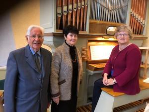 Från vänster Bengt Granstam, Mona Engberg och på orgelpallen Anita Sundmark. Foto: Lars Lyrvall