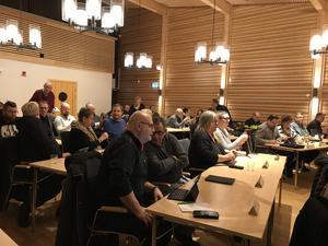 Politiker är som folk är mest, påpekar skribenten. Bilden: Kommunfullmäktige i Fagersta.
