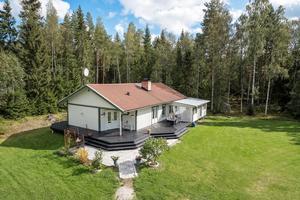 Villa i Sundborn med 3 844 kvadratmeter stor tomt. Foto: Mikael Tegnér