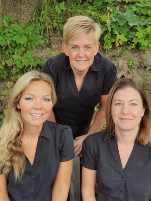 Anna, längst bak i mitten, kan inte ta med sig personalen när hon byter lokal. Foto: Privat