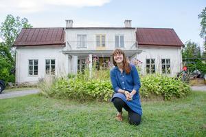 Det stora huset i Ängeby i Fellingsbro kräver sin tid med renovering, men Ida Rosén Branzell tycker om att väcka gamla hus.