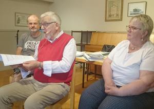 På bilden sitter, från vänster, Björn Sandal, Björn Karlsson och Berit Johansson, som berättade vad som hänt på kongressen i Örnsköldsvik. Foto: Agneta Åstrand