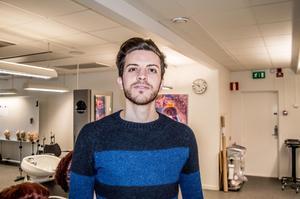 Ragheed kom från Syrien till Sverige 2015 och drömmer om att bli frisör.