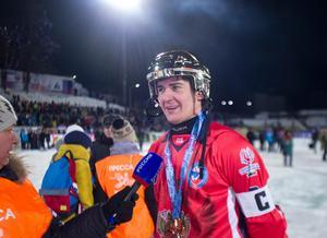 Uljanovsk 2016. Sergej Lomanov har precis vunnit sitt nionde VM-guld och blivit historisk. Foto: Rikard Bäckman / Bandypuls.se / TT