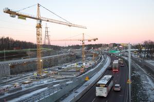 Vid Kungens kurva söder om huvudstaden pågår arbetet av den nya Förbifart Stockholm. 18 kilometer av den nya vägsträckningen ska gå i tunnel.