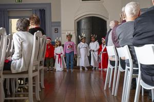 Klädda som lucior, tärnor och tomtar bjöd barn från avdelning ett och tre på Lillbergets förskola i Söderhamn på julsånger.
