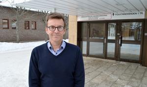 Vesa Juujärvi menar att jobbet som allmänläkare måste göras mer attraktivt för att komma undan behovet av hyrläkare.