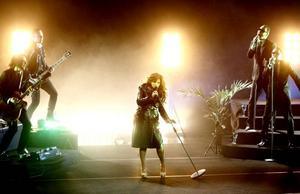 """Fullblodsproffset. Carola gav järnet under sin show """"Elvis, Barbra & Jag"""", som hade turnépremiär i Gävle konserthus i går kväll."""