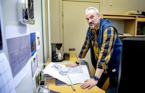 Byggnadsinspektören Richard Hvirfvel kan alla nya regler.