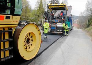 I fjol asfalterades flera vägar i Timrå kommun, i år kommer det att bli betydligt färre som får ny beläggning.