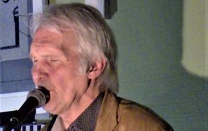 Johnny Wiktorsson hyllade Elvis Presley vid en musikalisk soaré i Brunflo. Foto: Åke Bengtzon