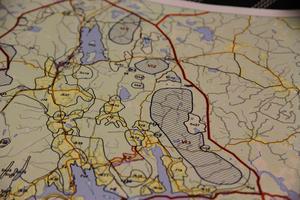 Karta över områdena som är tillagda i kommunens översiktsplan för lämpliga områden för vindkraftverk. Vi3 är området i By, projekt