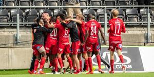 Spelarna firar efter 2-1-målet. Foto: Johan Axelsson / BILDBYRÅN