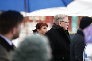 Klimatmanifestation i Södertälje. Beata Milewzcyk, SD, och Tage Gripenstam, Centern. Alexander Rosenberg, M, i förgrunden.