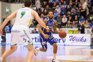 Toni Bizaca och Södertälje Kings var chanslösa mot Brandon Rozzells Luleå på tisdagskvällen. Foto: TT