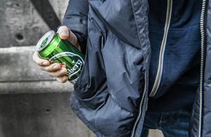 Alkoholmissbruk och beroende ger stora behov av sjukvård. Med en mera restriktiv alkoholpolitik skulle efterfrågan på sjukvård minska, skriver insändarskribenten.