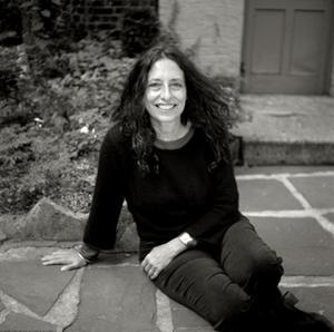 Utifrån hur kvinnor ställde sig inför olika moraliska dilemman utvecklade Carol Gilligan en omsorgsetik. Foto: Joyce Ravid/Penguin Random House