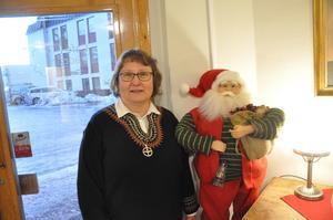 Åsa Sjöberg på Cafe Trägår'n  förbereder inför  julfirandet  på julafton.