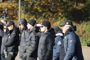 Gaisare som rest från Göteborg fick se matchen på långt avstånd från parkeringen.