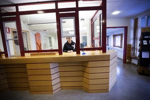 3 488 personer i Gävle har för närvarande en skuld som ligger hos hos Kronofogden. Kontoret i Gävle, där det går att betala av sin skuld, har öppet dagligen.