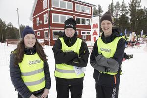 Matilda Sundin, Matthias Söderlund och Adam Björns jobbade som funktionärer under skidskytte-SM.