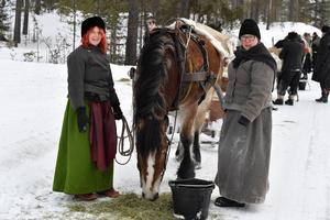 Forkörarna, med Anette Eklund, Insjön och Sonja Bond från Bjursås med Takida, rastar mellan Idre och Storsätern.