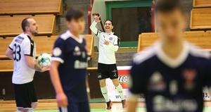 Henrik Lara Rodriguez gjorde 9–7-målet. Där någonstans började ÖSK:s SFL-kontrakt kännas säkert trots katastrofstarten på avgörande matchen.