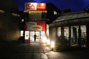 Här  utanför Ica profilen skedde en knivskärning den 6 januari.