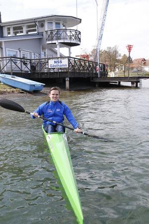 Träningarna äger rum på onsdagar vid kanotladan vid klubbhuset på Strandvägen i Nynäshamn.