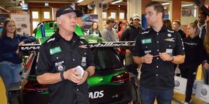 Racingföraren Mikael Kågered och STCC-föraren Andreas Ahlberg var några i teamet som höll i undervisningen på Erikslundsgymnasiet.