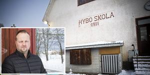 Utbildningsnämnden i Ljusdal måste spara, och har därför beslutat lägga ner Hybo skola. Men att det blir en besparing på knappt fyra miljoner om året stämmer inte, hävdar Patrik Brolin, Hybo föräldraråd.