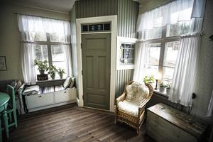 Hörnskafferiet hos Hanna och Fredrik är byggt av morfar Bo Bågling, 87 år.