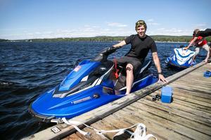 Mattias Eriksson har sett att populariteten för vattenskotrar har ökat på senare år – smidigheten tror han är en orsak.