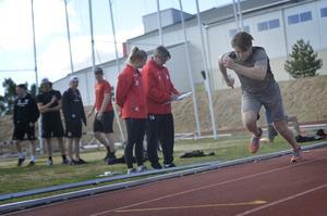 Johan Lindholm ger allt under sprint-testerna.