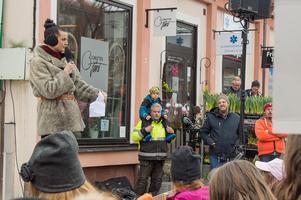 Artisten Karin Park var en av talarna under manifestationen.  Foto: Per-Inge Mill