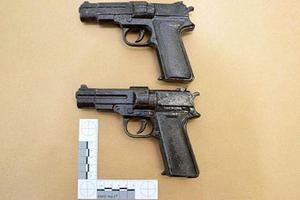 Polisen har hittat två pistolattrapper som tros ha använts vid rånet. Bild: Polisens förundersökning