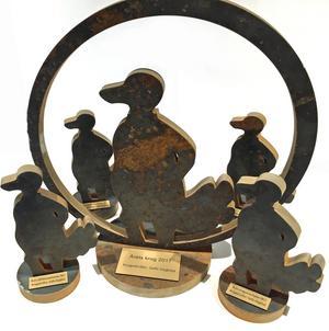 Tjädrarna utskurna i svart stål är skapade efter en skiss av Gefle Dagblads ursprungliga