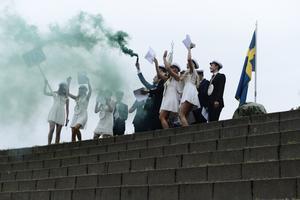Studenterna från Timrå gymnasium tävlade under förmiddagen om vem som skulle få göra entré först. Vinnare av