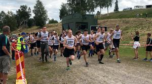 Starten har gått för Marknadsjoggen och på bilden ses den blivande segraren Linus Bohman med startnummer 251. Foto Sigrid Larsson