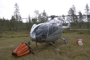 Helikoptern som vattenbombat vid branden utanför Lima och Torgås i Malung-Sälens kommun står nu på standby.