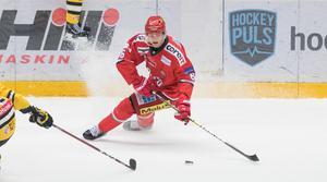 Mattias Norlinder har haft ett par hektiska veckor, med spel i juniorlandslaget i Helsingfors och matchande med Modo på hemmaplan.