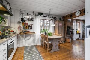 Lantkök i vitt. Bild: Svensk fastighetsförmedling