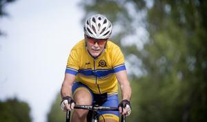 """""""Ett perfekt väder för en cykelrunda"""", konstaterar Jan när han tar med LT:s reporter ut på vägen. Solen skiner, luften är klar men lite kyligt."""