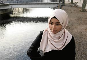 Hon bor med sin syster på Nordost. Övriga syskon finns i Örebro, Göteborg, London och Irak.
