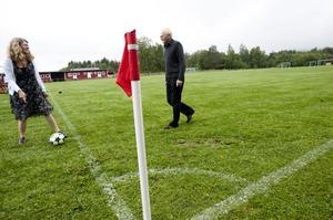 Att alla är överens om spelplanen, och om vilket mål de skjuter på - det är viktigt i fotboll och även i arbetslivet. Cecilia och Sylwe Olsson tar hjälp av liknelser från bollvärlden i sin modell för ett bättre arbetsliv.